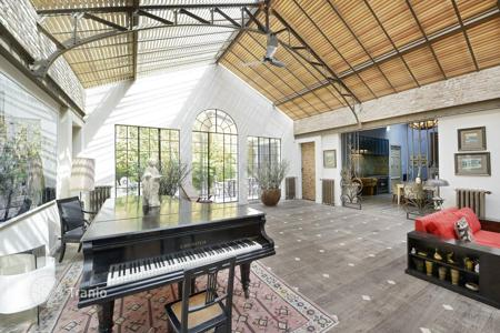 Luxury 4 bedroom apartments for sale in France. Two-level loft style flat with private pool, terraces and parking in the 11th district of Paris — Popincourt