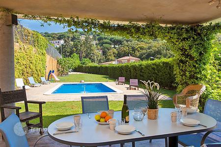 Villas and houses to rent in Arenys de Munt. Detached house – Arenys de Munt, Catalonia, Spain