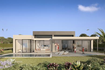 3 bedroom houses for sale in Andalusia. Villa for sale in Atalaya Golf, Estepona