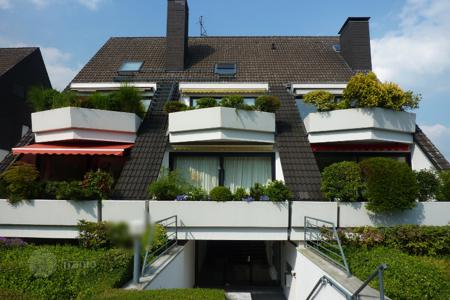 Property for sale in North Rhine-Westphalia. Attractive 2-level apartment in the district Wittlaer in Dusseldorf