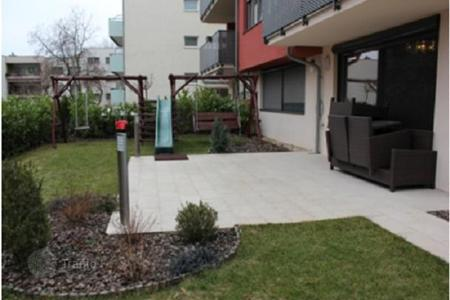 3 bedroom apartments for sale in Austria. Furnished apartment near the park in the prestigious area of Döbling, Vienna