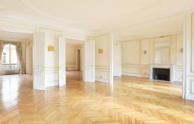 Luxury 4 bedroom apartments for sale in Paris. Paris 8th District – A 275 m² apartment in a prime location