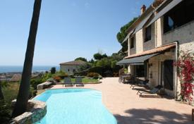 Luxury 4 bedroom houses for sale in Vallauris. Ancient villa with a swimming pool and a sea view, Golf Juan, France