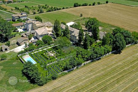 Luxury houses with pools for sale in Umbria. Exclusive Property for Sale in Umbria – Azzano