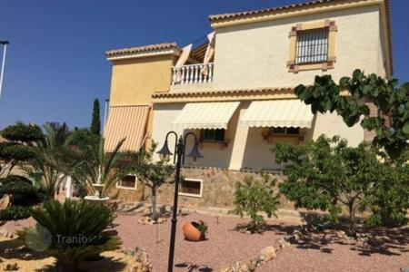 Houses for sale in Gran Alacant. 5 bedroom villa with garden over a plot of 600 sqm, terraces, garage and pool in Gran Alacant, only 10 min to Alicante City