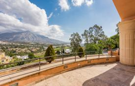 3 bedroom houses for sale in Costa del Sol. Stylish Duplex Penthouse in Nueva Andalucia