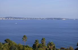 Apartments for sale in Vallauris. 2-Bedroom Apartment — Panoramic Sea View