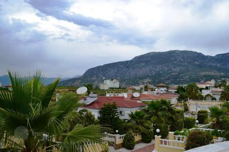2 bedroom houses by the sea for sale overseas. The villa is in a residential complex near the sea, Mahmutlar, Alanya