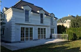 Residential for sale in Baden bei Wien. Villa with garden and garage in a gated golf club near Vienna and Baden, Oberwaltersdorf