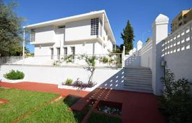 5 bedroom houses by the sea for sale in Malaga. A nice and modern villa in urbanization in Malaga
