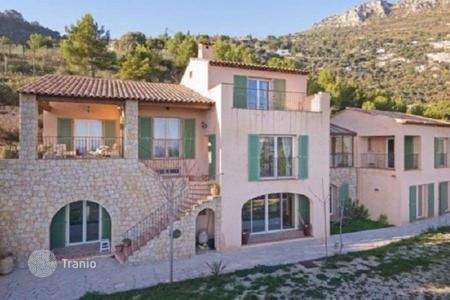 Luxury houses for sale in Èze. Provencal style villa with sea views close to Monaco