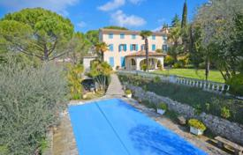 6 bedroom houses for sale in Grasse. Villa – Grasse, Côte d'Azur (French Riviera), France
