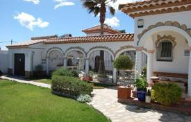 Houses with pools by the sea for sale in Costa Dorada. Villa – Miami Platja, Catalonia, Spain