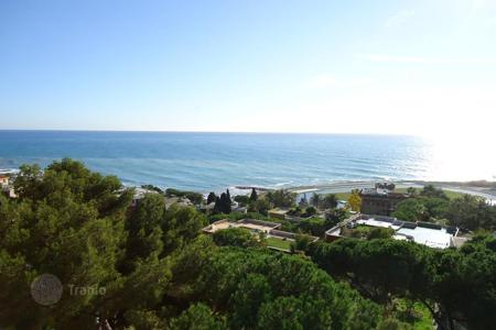 Apartments with pools by the sea for sale in Sanremo. Sea view apartment for sale in Sanremo