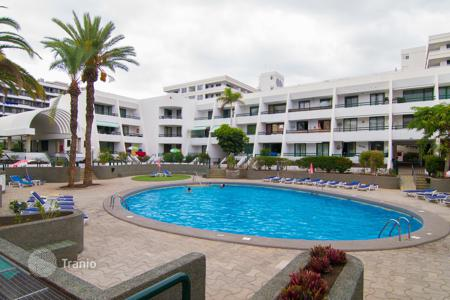 2 bedroom apartments for sale in Canary Islands. Apartment in the center of Las Americas, 2 km from Los Cristianos and a 5-minute walk from the bars, restaurants and shops