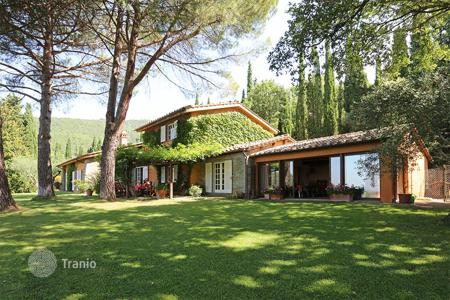 Luxury houses for sale in Cortona. Detached villa for sale in Tuscany