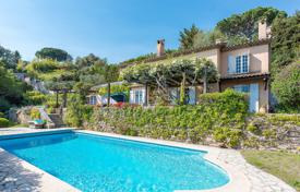 4 bedroom houses for sale in Cannes. Croix des Gardes — Panoramic sea view