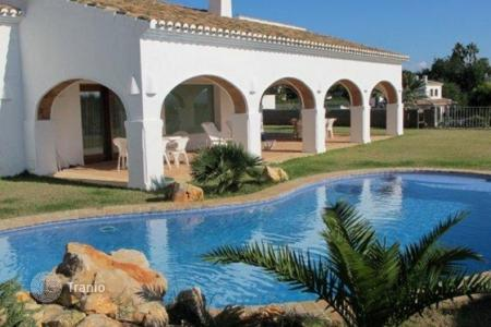 Luxury 3 bedroom houses for sale in Costa Blanca. Villa of 3 bedrooms with large private pool in Jávea