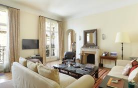 Luxury apartments for sale overseas. Elegant apartment overlooking the courtyard, in a historic building with an elevator, 16th district, Paris
