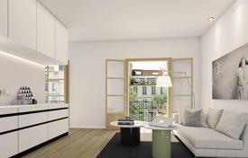 2 bedroom apartments for sale in L'Eixample. Apartment with a balcony in a renovated 20th century building, in the city center, near the Sagrada Familia Cathedral, Eixample, Barcelona