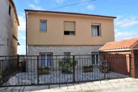 Coastal houses for sale in Ližnjan. House House in Ližnjan with sea view and garage!