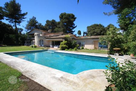 Luxury 5 bedroom houses for sale in Saint-Paul-de-Vence. Lovely sea view home in Saint Paul de Vence