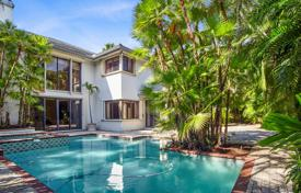 Houses with pools for sale in North America. Villa with a pool, a garden and a garage in North Miami Beach, Florida