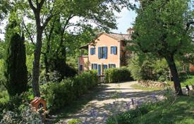 Luxury houses for sale in Siena. PRESTIGIOUS FARMHOUSE FOR SALE IN TUSCANY