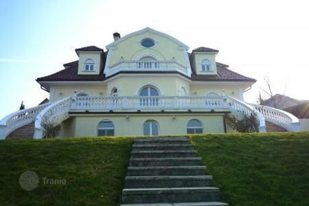 Luxury houses for sale in Austria. Three-storey villa in a suburb of Vienna