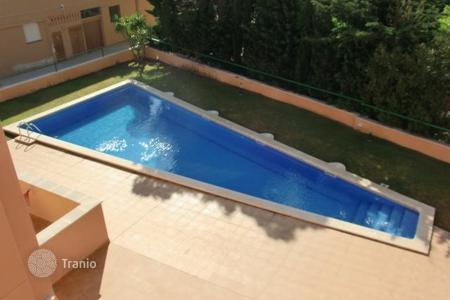 Cheap apartments with pools for sale in Costa Dorada. Apartment – Miami Platja, Catalonia, Spain