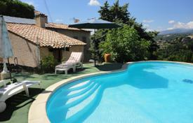 3 bedroom houses for sale in Provence - Alpes - Cote d'Azur. Cozy Provencal style villa with a pool, a garage and a parking, 15 minutes from the airport, St Paul de Vence, France