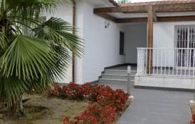 Property for sale in Costa Dorada. Two-storey house with a large plot of land next to the sea in Cambrils, Costa Dorada