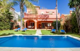 Villa in the gated community, within walking distance to Puerto Banus for 6,500 € per week