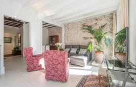 3 bedroom apartments for sale in Catalonia. Apartment with balconies in the heart of Barcelona, Spain