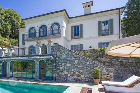 Houses with pools for sale in Lombardy. Luxury first class villa facing Lake Maggiore