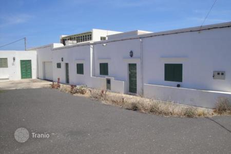 Residential for sale in Yaiza. Villa – Yaiza, Canary Islands, Spain