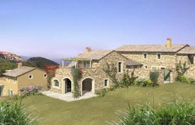 Residential for sale in Cinigiano. Luxury country house for sale in Tuscany