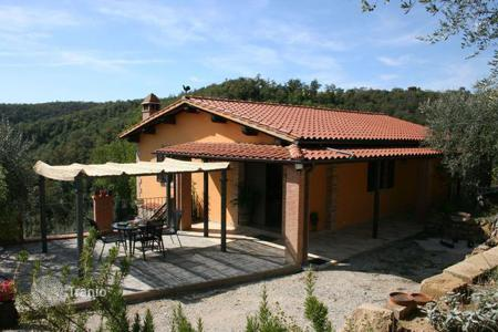 2 bedroom houses for sale in Tuscany. Farmhouse for sale in Sinalunga
