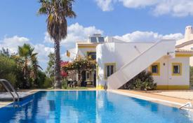 2 bedroom houses for sale in Faro. Traditional 5 Bedroom Villa with Pool, near Silves Centre