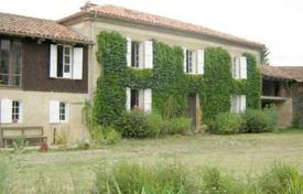 Property for sale in South - Pyrenees. Gasconne house in a park with 1ha16 planted, + converted stable. Currently the house has 2 guest ro
