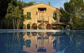 4 bedroom houses for sale in Buonconvento. Two-storey stone villa in Buonconvento, Tuscany, Italy