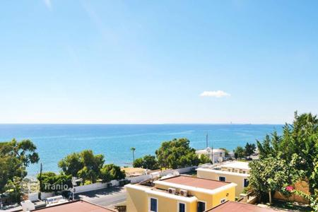 3 bedroom houses by the sea for sale in Limassol. Villa – Limassol (city), Limassol, Cyprus