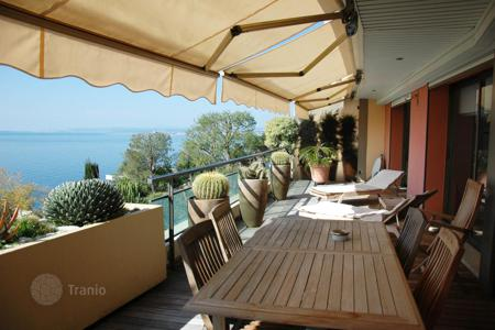 Apartments with pools for sale in Nice. Charming apartment in Cap de Nice, Nice, Cote-d`Azur, France