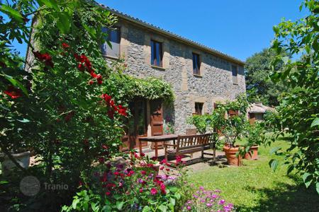 Houses for sale in Umbria. Cosy farmhouse with private pool in Orvieto, Italy