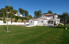 4 bedroom houses for sale in Saint-Paul-de-Vence. Ecent Provencal Villa Sea View — St Paul De Vence