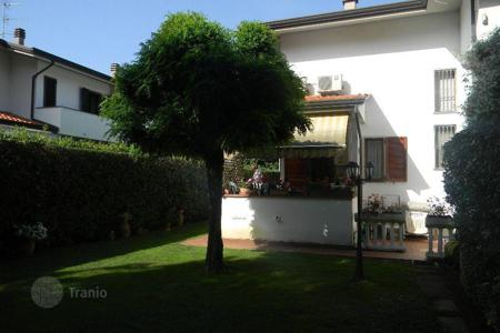 3 bedroom houses for sale in Lucca. Villa – Marina di Pietrasanta, Tuscany, Italy