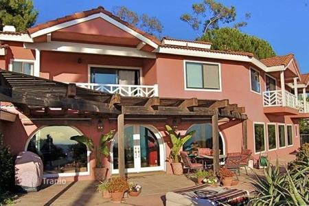 5 bedroom houses for sale in North America. Spanish-style house in Malibu