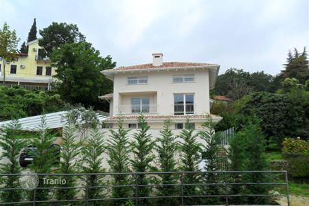 Houses with pools by the sea for sale in Croatia. Elegant villa in Opatija