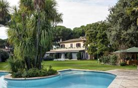 Houses with pools by the sea for sale in Italy. Villa – Rome, Lazio, Italy