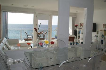 Luxury 1 bedroom apartments for sale overseas. Duplex Apartment in Malibu